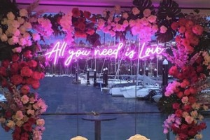 Koncept Hot shopping mall led neon outdoor sign light support customization